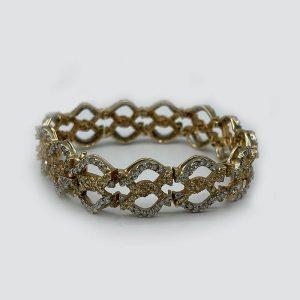 Twisted-8-bracelet with diamonds