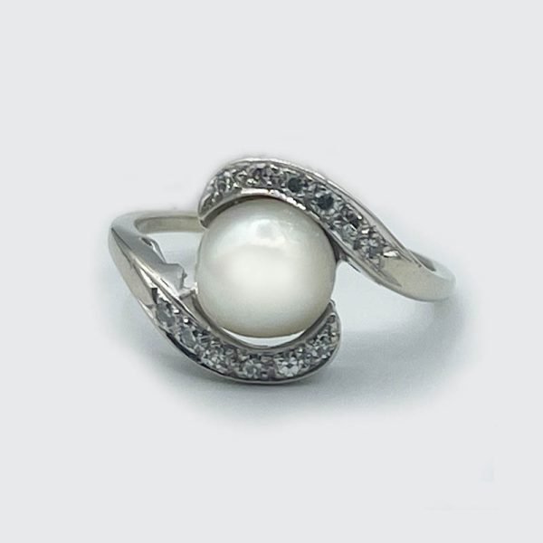 14kt Crossover Style Ring with Pearl and Diamonds