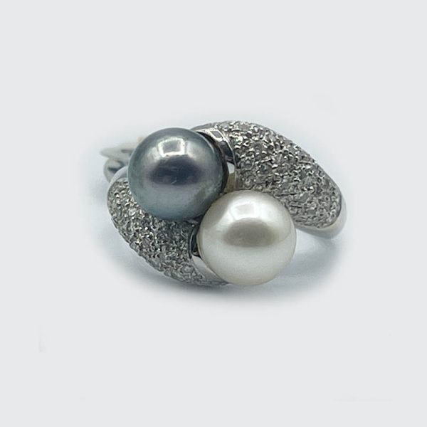 Crossover Ring with Diamonds and Pearls
