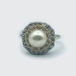 Vintage Ballerina style Ring with Diamonds and Pearl
